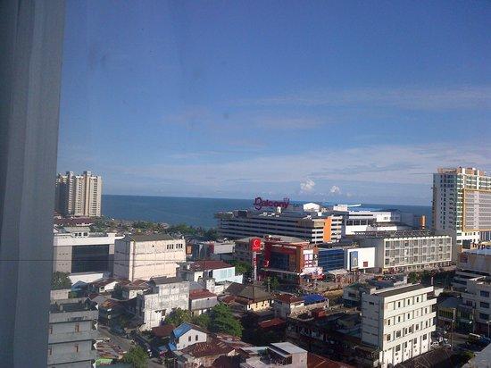 Hotel Menara Bahtera: Pemandangan sore dari lt. 10