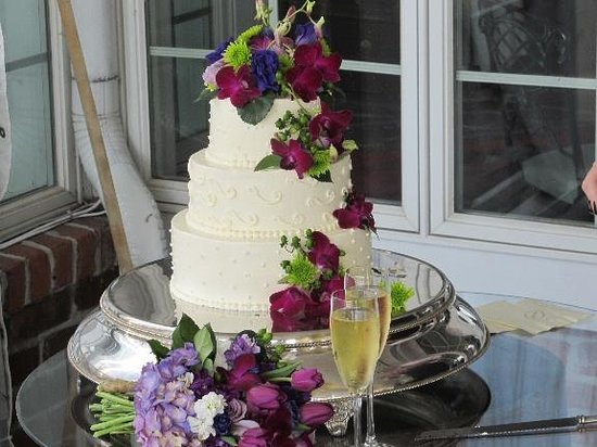 The Clifton: Wedding cake