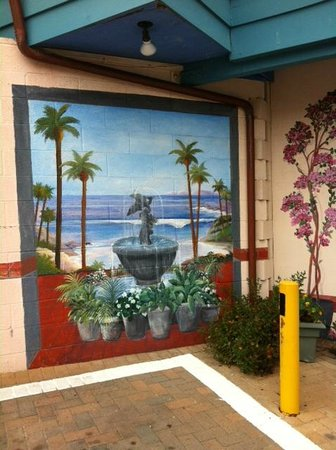 Laguna Riviera Beach Resort: exterior wall painting