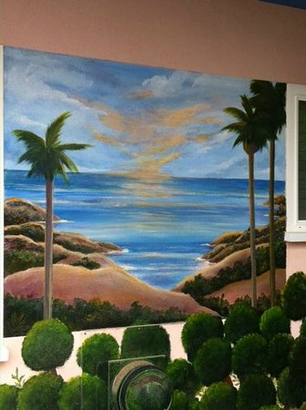 Laguna Riviera Beach Resort : exterior wall paintings