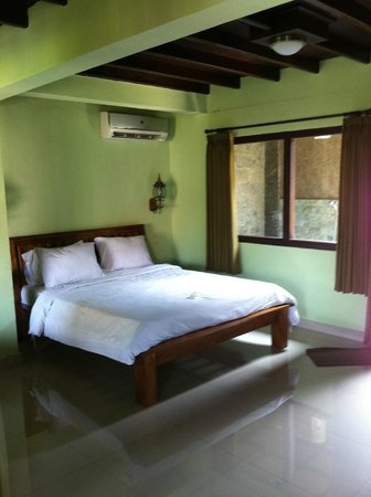 Three Brothers Bungalows: Family room with aircon - 1stBed on ground floor