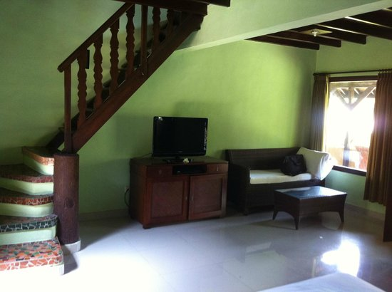 Three Brothers Bungalows: Family room with aircon