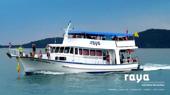 Raya Divers Day Trip Boat