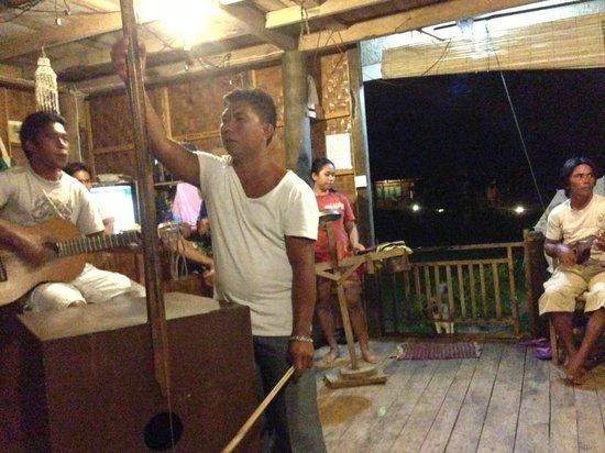 Bunaken SeaGarden Resort: Entertainment from staff
