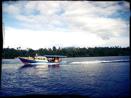 Bunaken SeaGarden Resort: Heading to dive spot