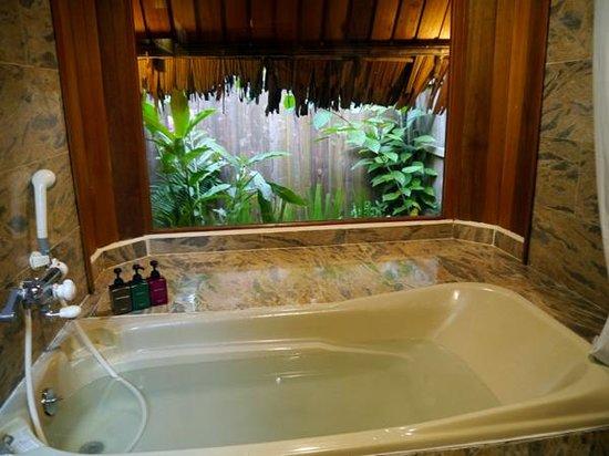 Palau Plantation Resort: ジャングルビューコテージのお風呂