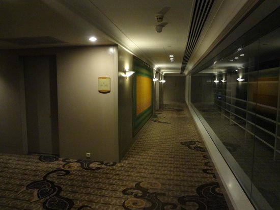Four Seasons Hotel Jakarta: Window / Alleyways @ Night