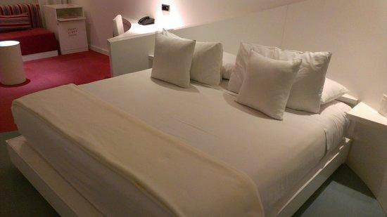 روم ميت فالنتينا: Comfy bed
