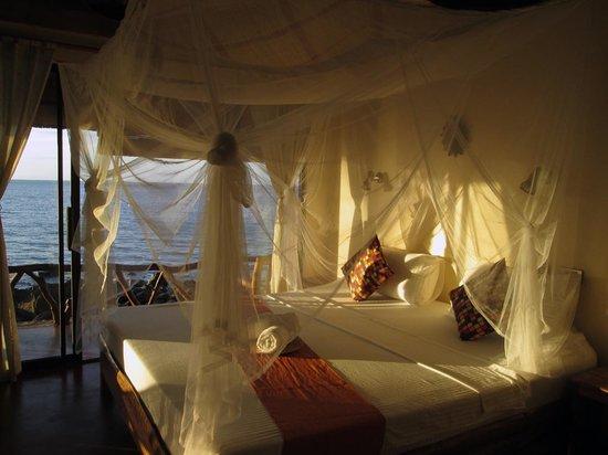 Camiguin Volcan Beach Eco Retreat & Dive Resort: Beach Front Villa Interior