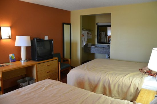 Super 8 Tulsa : Room. Small but clean.
