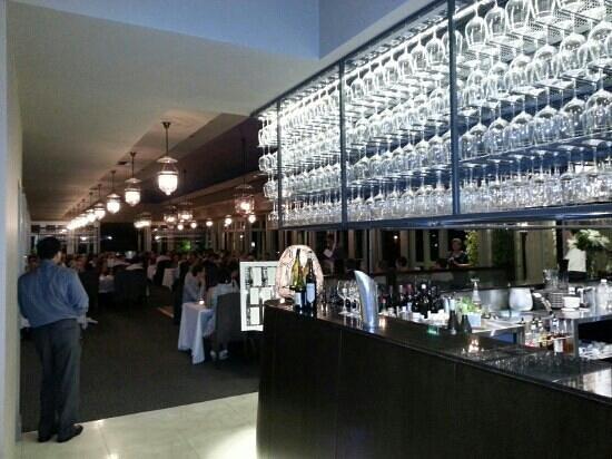 Ottoman Cuisine: bar and main floor