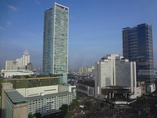 Mandarin Oriental Jakarta: Kempinski Hotel - Kempinski Residence - Grand Hyatt - Keraton @ The Plaza (From L to R)