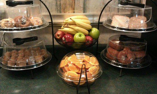 Ambassador Inn: Free Breakfast items