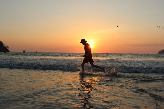 The Hideaway Hotel Playa Samara: playing in the surf