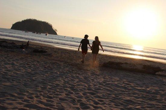 The Hideaway Hotel Playa Samara: playing on the beach