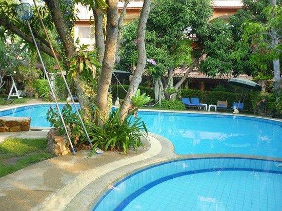 Prinz Garden Villa: Отель и сад с бассеном