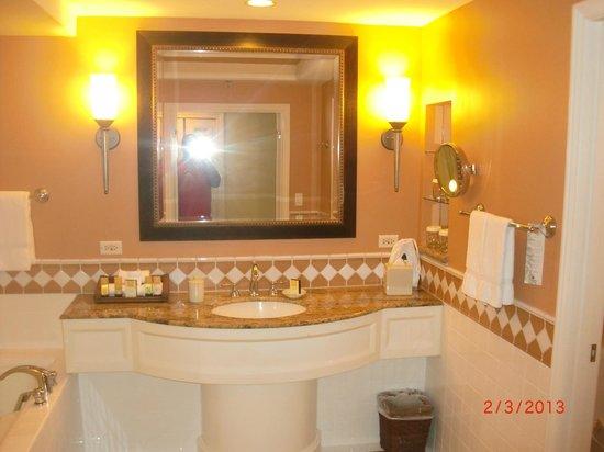 Grand Wailea - A Waldorf Astoria Resort: Big Washroom