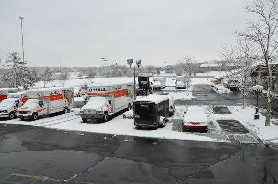 Super 8 Mason: Parking lot - resident Uhauls?