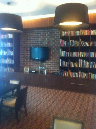 Staybridge Suites Abu Dhabi Yas Island: Nice Library