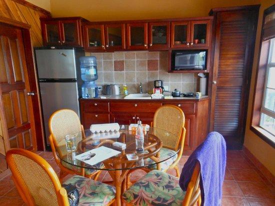 X'tan Ha Resort: kitchen w/ all utensils