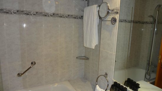 ميليا كوستا ديل سول: Shower recess