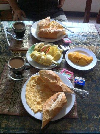 มัมส์ เกสท์เฮ้าส์: Breakfast