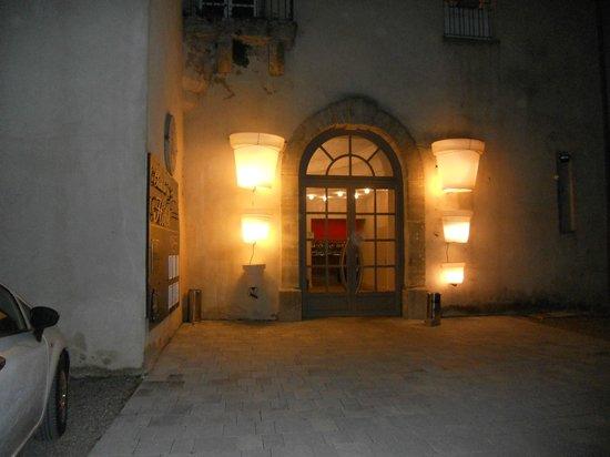 Château de Lignan : entrée de l'Hôtel