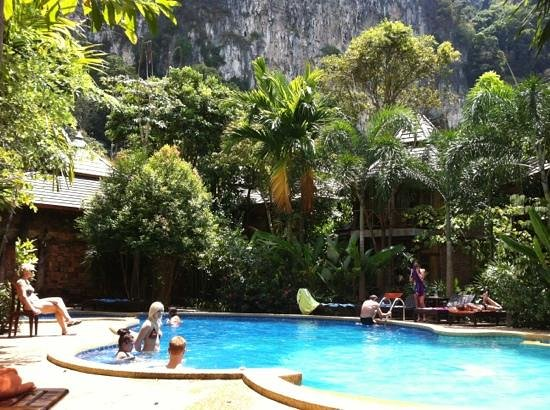 Phu Pha Ao Nang Resort and Spa: Poolen