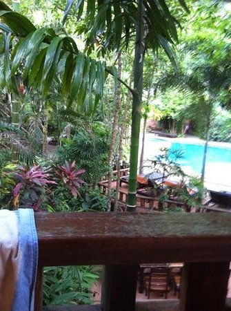 Phu Pha Ao Nang Resort and Spa: Udsigt fra altanen, ned til hotellets pool