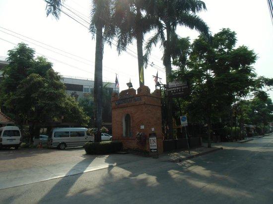 Chiang Mai Gate Hotel: ホテル入り口