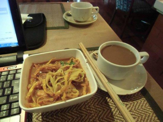 Chiang Mai Gate Hotel: 朝食のカオソイ