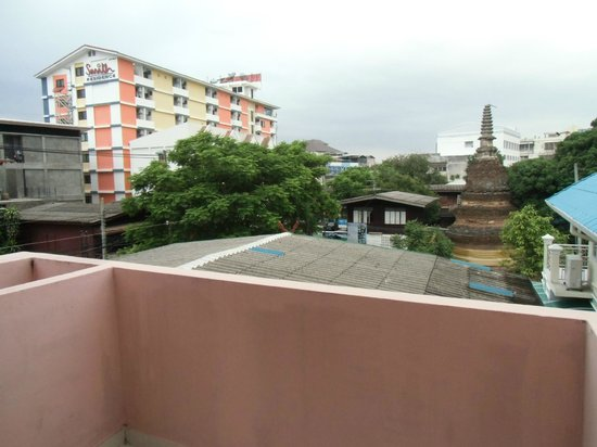 Chiang Mai Gate Hotel: 客室から見た遺跡と風景