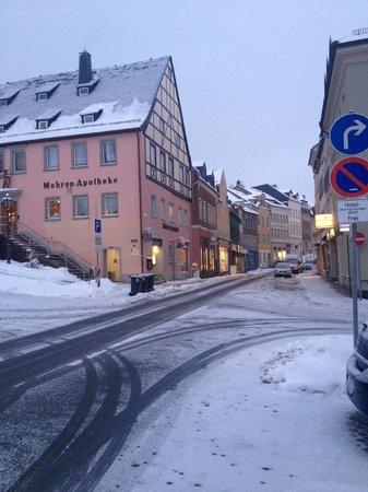 Hotel Drei Schwanen: Street from the hotel