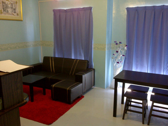 The Travelers Hostel & Guest House: Sitting Area
