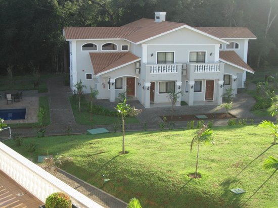 Wish Resort Foz do Iguaçu: Bungalows 8 rooms on ground floor-4 at front and 4 at back, 2 upstairs