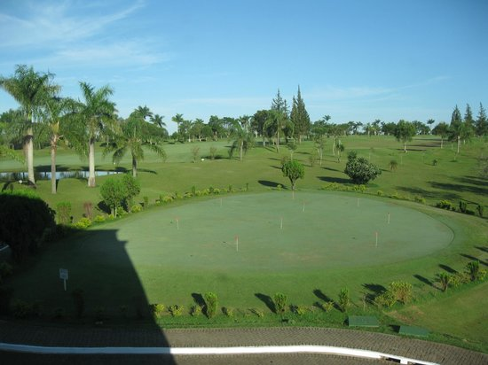 Wish Resort Foz do Iguaçu: Golf course at front of building