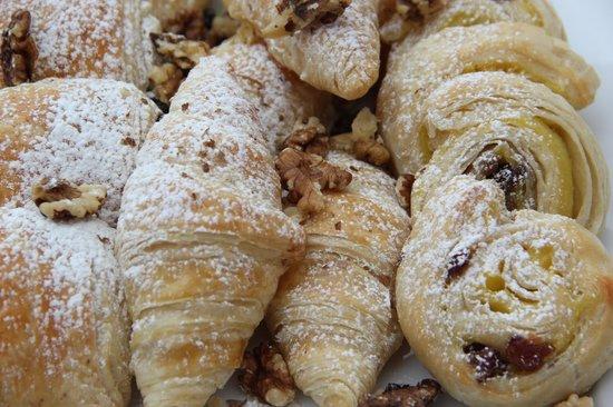 Ariel House: Croissants