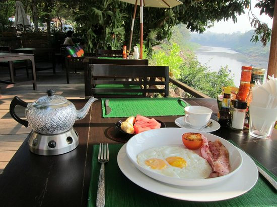 Villa Nagara: breakfast on the terrace