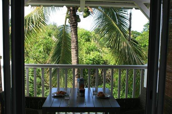 Mon Choisy Beach R.: Frühstück unter Kokospalmen