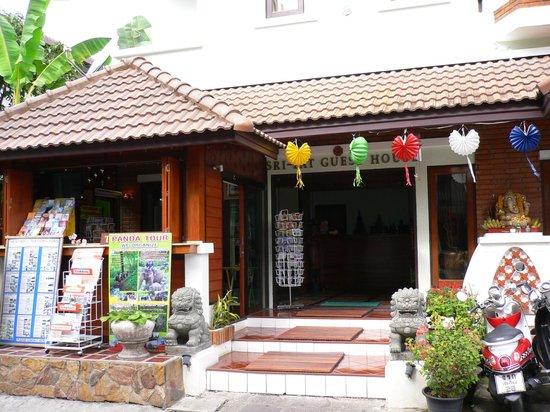 Sri Pat Guest House: entrée de lhotel