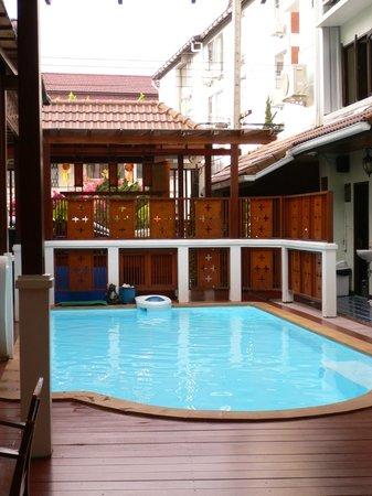Sri Pat Guest House: la petite piscine