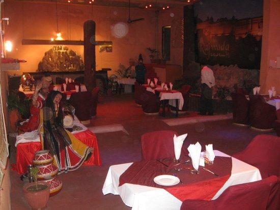 Hotel Rajwada Palace: dinning space