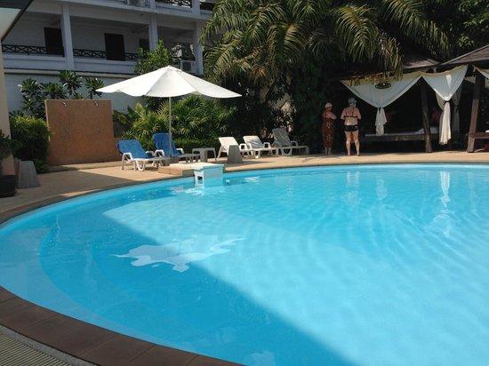 Srisuksant Resort: สระว่ายน้ำ