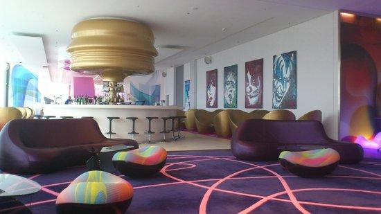 nhow Berlin: Hotel Lobby