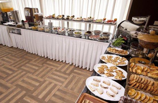 Hotel Evsen: Open Buffet Breakfast