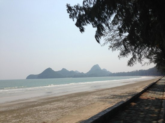 Hua Hin Bike Tours : Ride along the beach