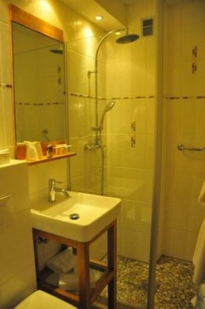 Hotel Carlina: salle de bain
