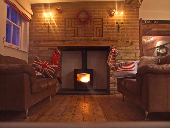 The White Cliffs Hotel: Bar Fireside