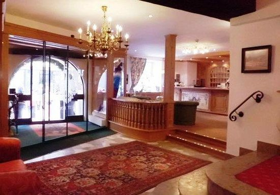 Hotel Schwarzer Adler: Lobby