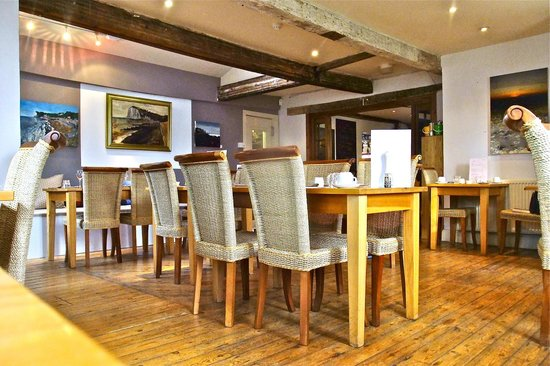 The White Cliffs Hotel: Daytime Dining